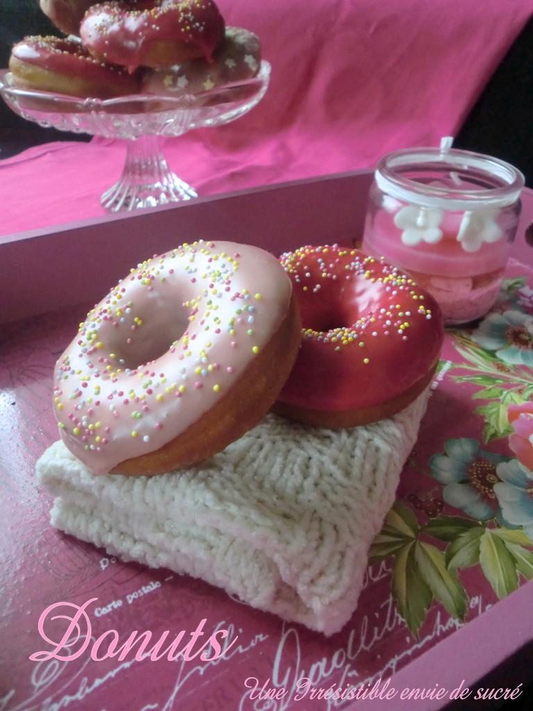 Donuts Américains Glaçage Au Chocolat Blanc